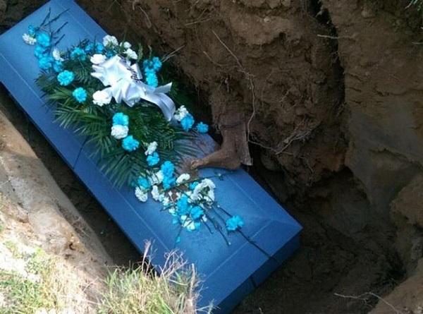 پای مرده متحرک روی تابوت پیرمرد 85 ساله