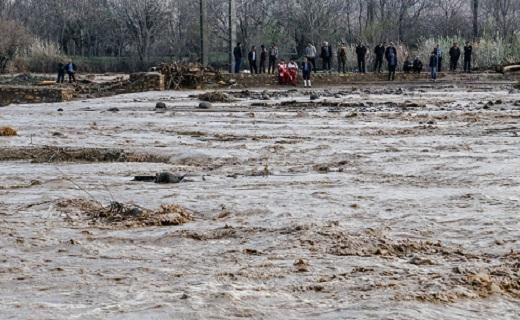 لحظه وحشتناک جاری شدن سیل در رودخانه قره چای + فیلم