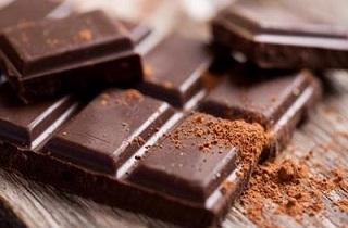 محققان توصیه میکنند؛ خوردن شکلات موجب تسکین بیماریهای رودهای میشود
