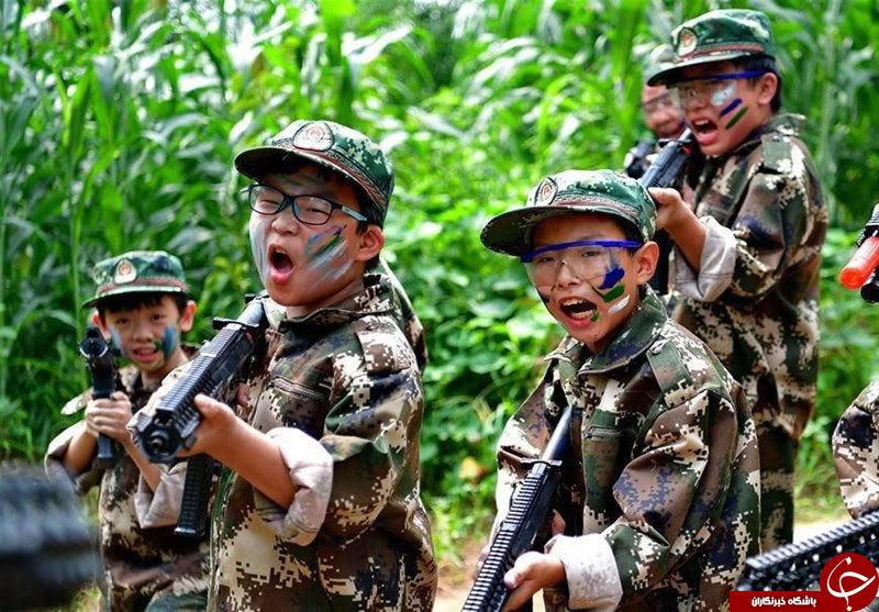 کودکان چینی در کمپهای تابستانه سلاح به دست میگیرند+عکس