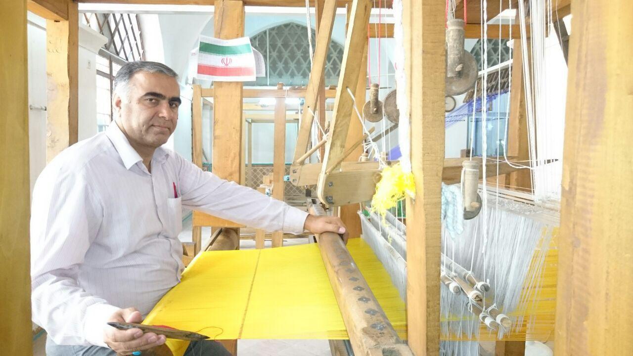 جلوه گری شهر عروس باغ های ایرانی با هنر مخمل بافی و زری بافی