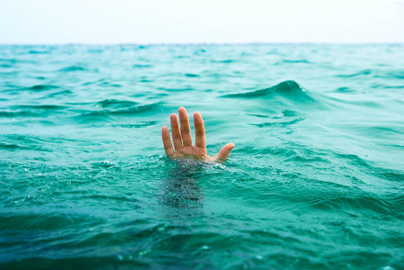 جان باختن جوان چالوسی در دریای خزر