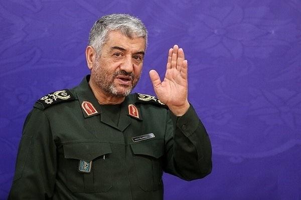 حضور فرمانده کل سپاه در منزل شهید حججی+ تصویر