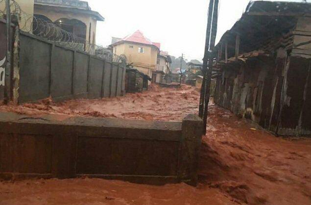 مدفون شدن صدها نفر در زیر سیلاب گل و لای در سیرالئون+تصاویر