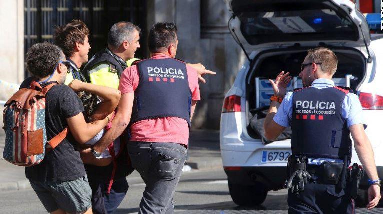 13 کشته و 100 زخمی در حمله تروریستی بارسلون/ یک خودروی دیگر نیز در اسپانیا عابران پیاده را زیر گرفت+تصاویر