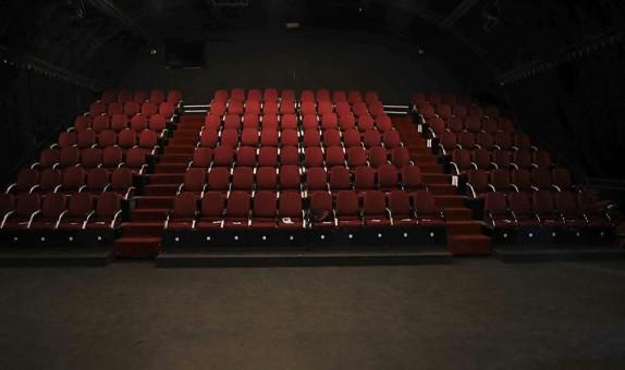 لطفا با گوشی خاموش تئاتر ببینید