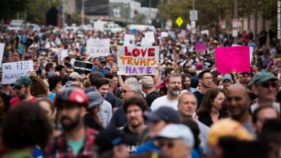 باشگاه خبرنگاران - پلیس آمریکا، معترضان به نژادپرستی را با باتوم و تجهیزات ضدشورش سرکوب کرد+ تصاویر