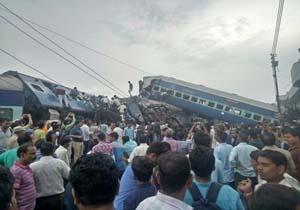 خروج قطار مسافربری از ریل در شمال هند + فیلم