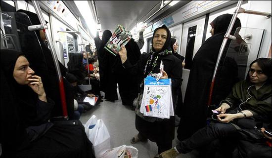 دستفروشی همسر جواهرساز معروف/ چاقو کشی در خیابان برای فروش یک لیوان آبمیوه+ عکس