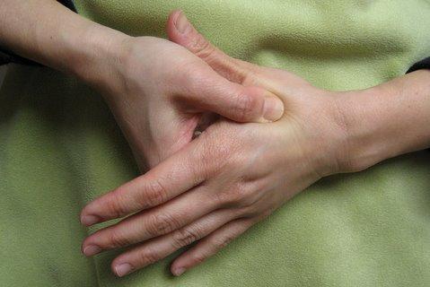 با فشار این نقطه از بدن سر درد ودندان درد را درمان کنید
