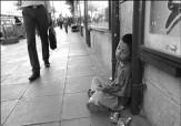 باشگاه خبرنگاران - کودک دستفروش پس از فرار از خانه به کما رفت/ یک قدم تا مرگ کودک کار و آرزویی که برآورده نشد