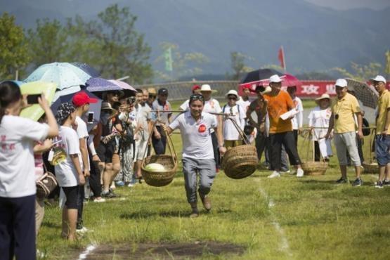 با یکی از خوشمزهترین جشنوارههای جهان آشنا شوید+تصاویر