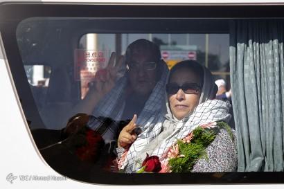 استقبال از پدر و مادر شهید فرانسوی کمال کورسل در فرودگاه مشهد