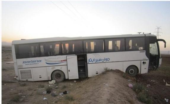 باشگاه خبرنگاران - جزییات انحراف به چپ اتوبوس زائران عراقی در شاهرود/6 نفر مصدوم شدند