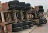 باشگاه خبرنگاران - واژگونی تانکر حامل گاز مایع جاده سقز ـ سنندج را بست