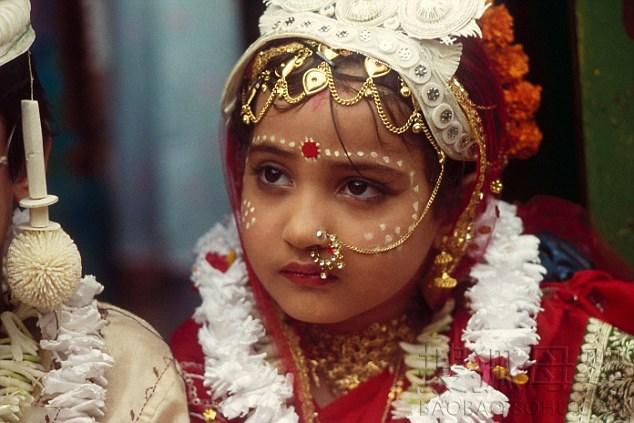 ناکامی پلیس پاکستان برای متوقف کردن ازدواج پسر 22 ساله با دختربچه 5 ساله/ عروس بازداشت شد!