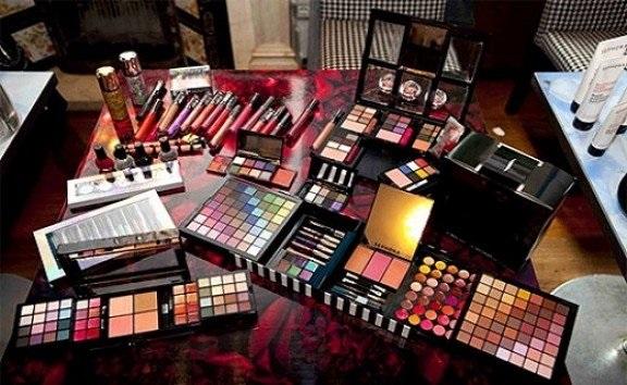 وسوسه قاچاقچیان از زیبایی 2.5 میلیارد دلاری زنان ایرانی / سودجویان 55 درصد بازار لوازم آرایشی را تصاحب کردند