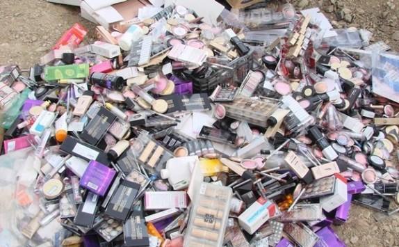 باشگاه خبرنگاران -وسوسه قاچاقچیان از زیبایی 2.5 میلیارد دلاری زنان ایرانی/ سودجویان 55 درصد بازار لوازم آرایشی را تصاحب کردند