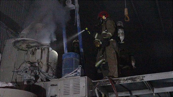 باشگاه خبرنگاران -آتش سوزی در یک کارخانه تولیدی کفش مهار شد