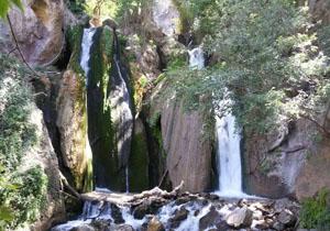 آبشار زیبای «وارک» در خرمآباد + تصاویر