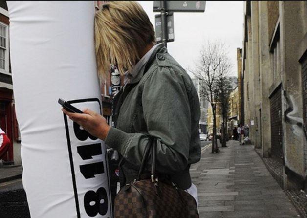 تصویب قوانین جدید در جهان برای محافظت از زامبیهای گوشی به دست
