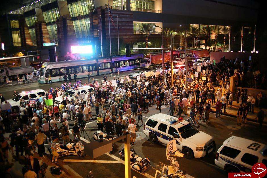 برگزاری تظاهرات ضدترامپ در محل سخنرانی وی در آریزونا+ تصاویر