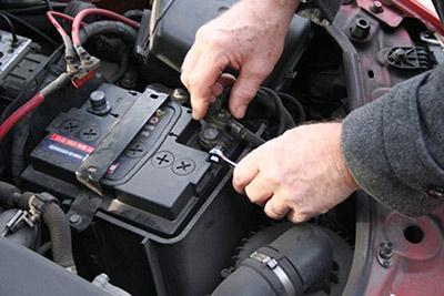 راهکارهای افزایش طول عمر باتری اتومبیل