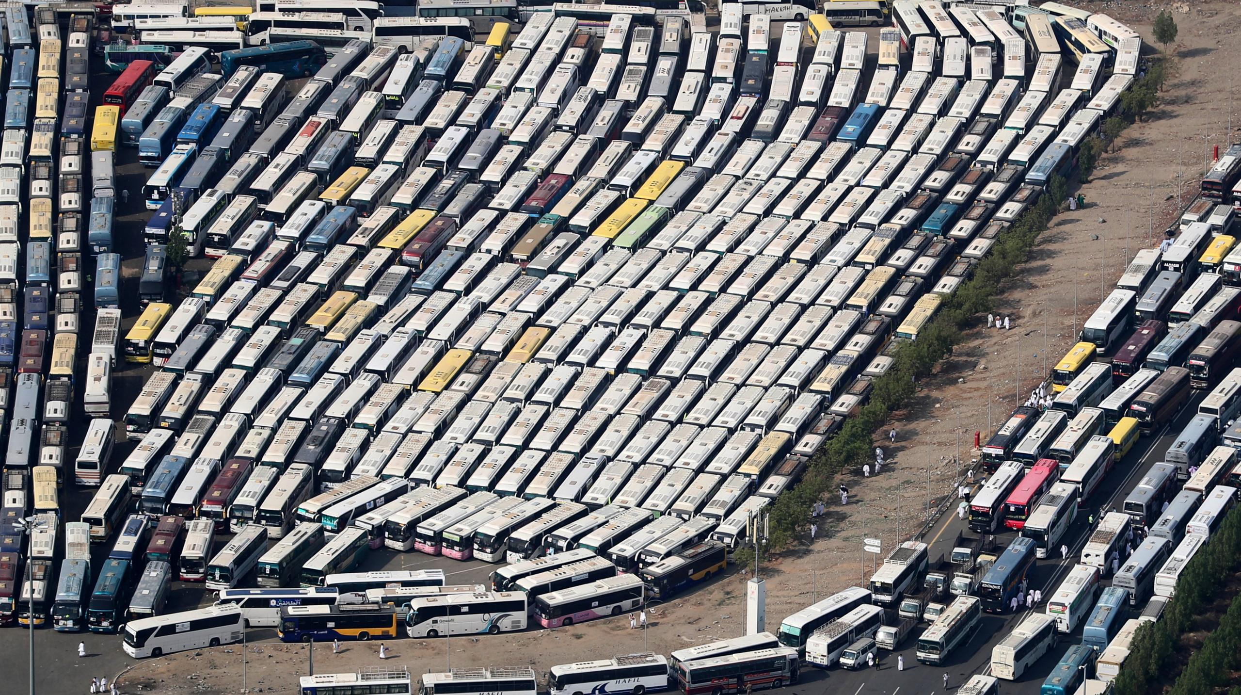 تصاویر هوایی از اتوبوسهای ویژه حمل حجاج
