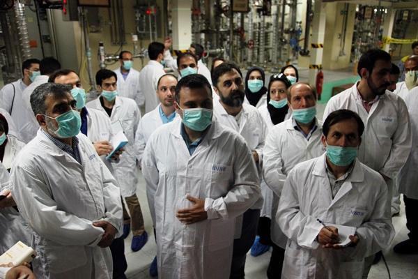 فعالان رسانه ای  از تأسیسات هسته ای نطنز و اراک بازدید کردند