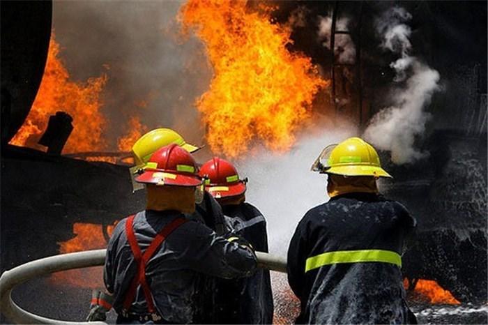ضايعات کارخانه اي در حاشيه آزادگان آتش گرفت