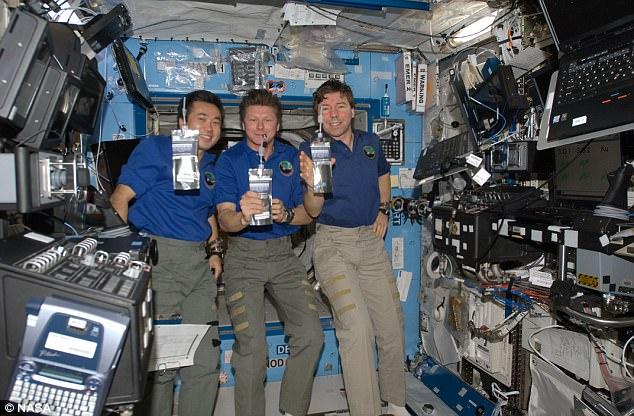 تیتر یک استفاده از ادرار فضانوردان برای ساخت پلاستیک درفضا+تصاویرتیتر سه وقتی ضایعات انسانی در فضا تبدیل به پلاستیک می شود+تصاویرتیتر دو عجیب ترین شیوه تولید پلاستیک درفضا توسط فضانوردان+تصاویر