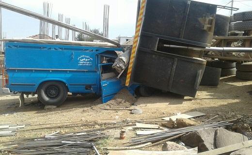 واژگونی هولناک کامیون بر روی نیسان آبی + فیلم