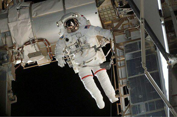 1-ساخت نسل آینده لباس فضانوردان با الهام از فیلم سینمایی جنگ ستارگان+تصاویر2-لباسهای تخیلی و عجیب الون ماسک برای فضانوردان ناسا+تصاویر3-نسل آینده فضانوردان و لباسهایی به شکل قهرمانان داستانهای علمی تخیلی +تصاویر