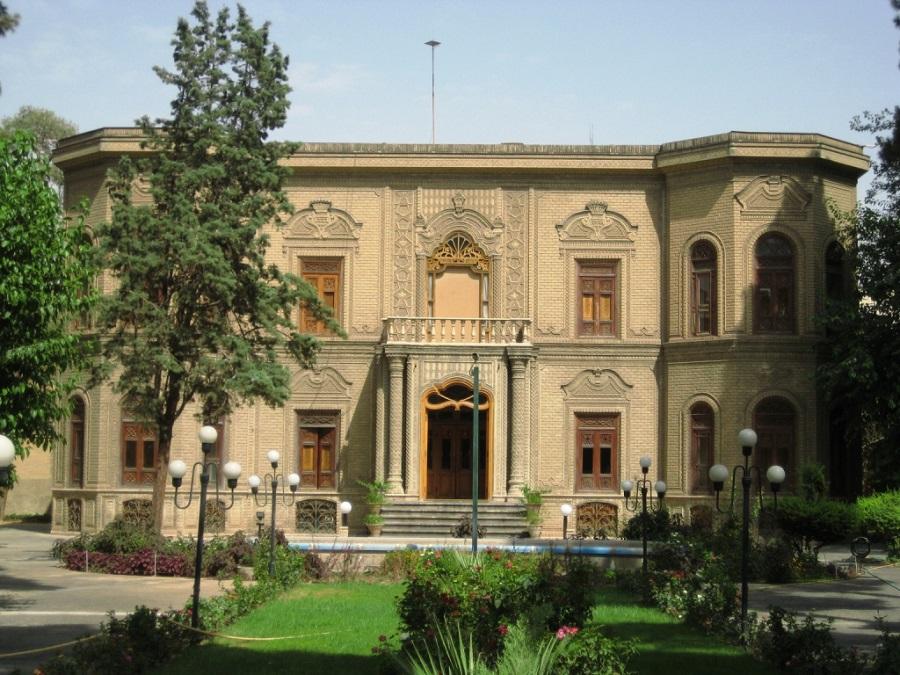 برگزاری نمایشگاه صلح و زیور در موزه آبگینه و سفالینهها