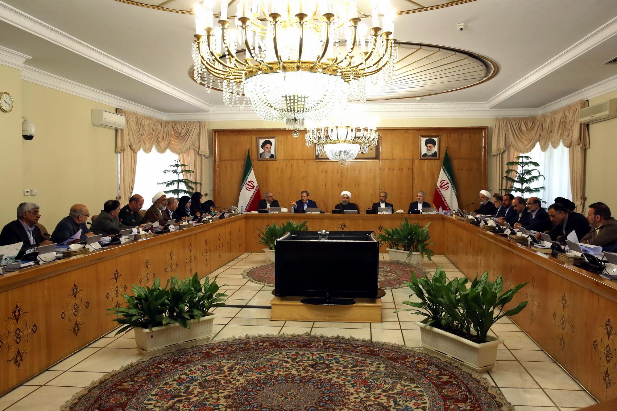 تعیین استانداران هفت استان/ وزرای منتخب برای عضویت در شورای پول و اعتبار و مجمع عمومی بانک مرکزی تعیین شدند