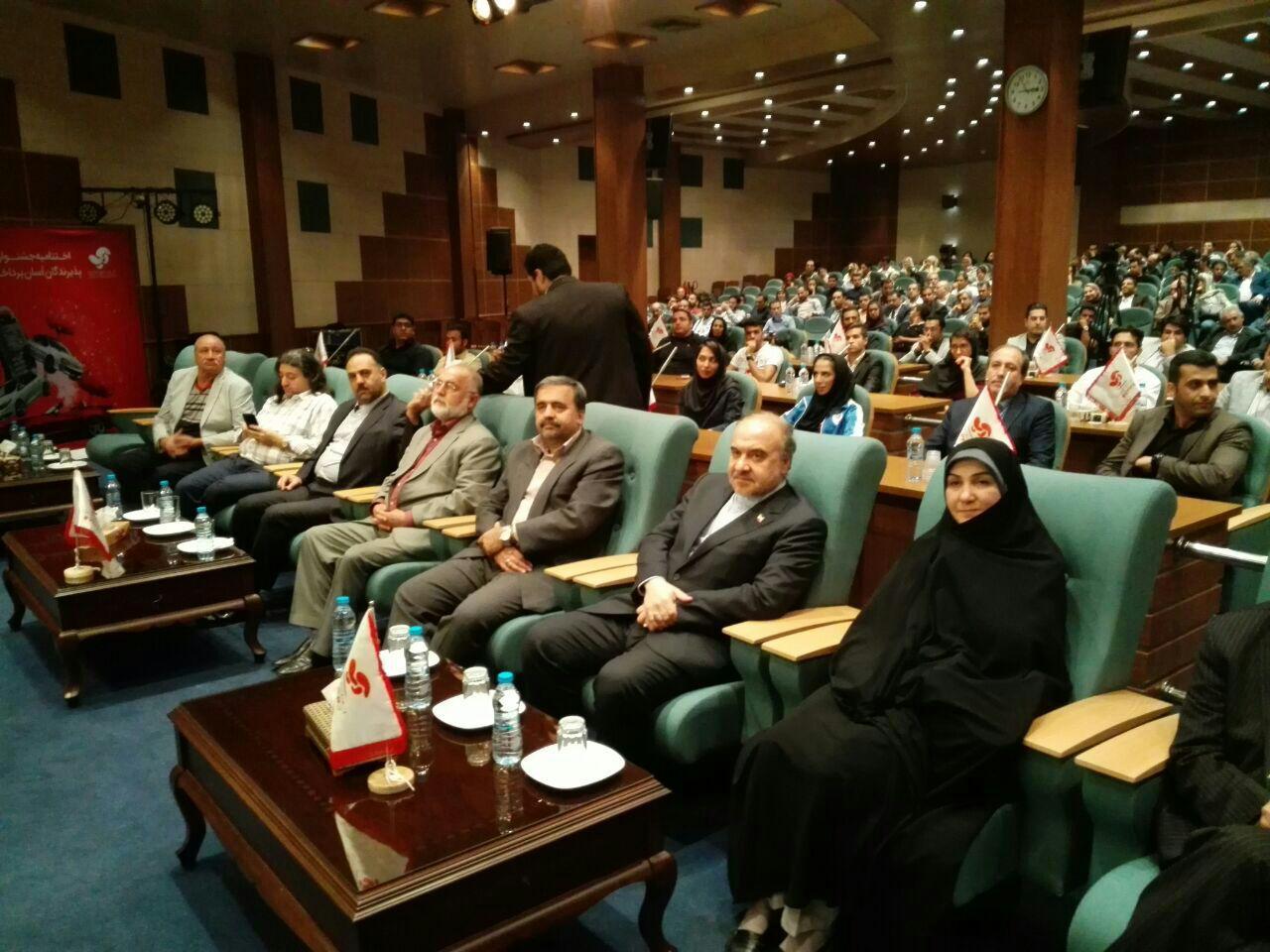 از تاخیر 45 دقیقه ای وزیر ورزش تا غیبت حدادی در این مراسم
