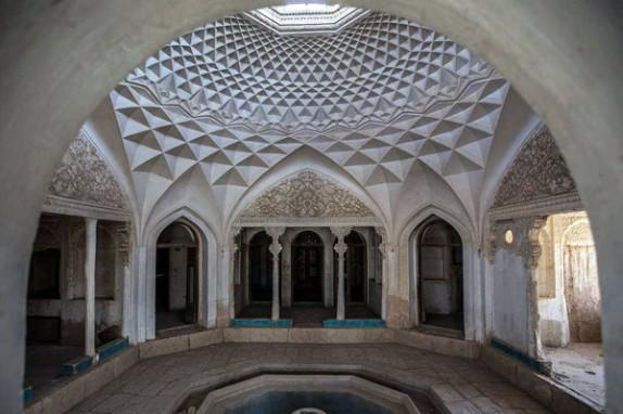 باشگاه خبرنگاران -خانههای تاریخی در سراشیبی نابودی/ عمارت شترگلوی کرمان به مزایده گذاشته میشود؟