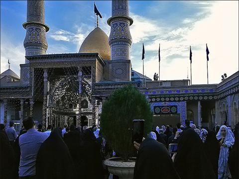 اهتزاز پرچم گنبد حرم حضرت اباعبدالله الحسين (ع) بر فراز بارگاه حضرت عبدالعظيم حسنی (ع)