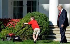 باشگاه خبرنگاران -تصاویر روز: از چمنزن ۱۱ ساله کاخ سفید تا پرواز یک ورزشکار با فلای برد