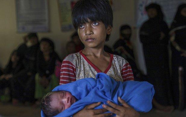 توزیع کمک های انساندوستانه ایران در میان آوارگان روهینگیا