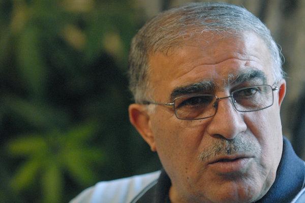 روشن: افتخاری با افتضاح هایش باید بماند و پاسخگو باشد/ منصوریان نباید اخراج شود