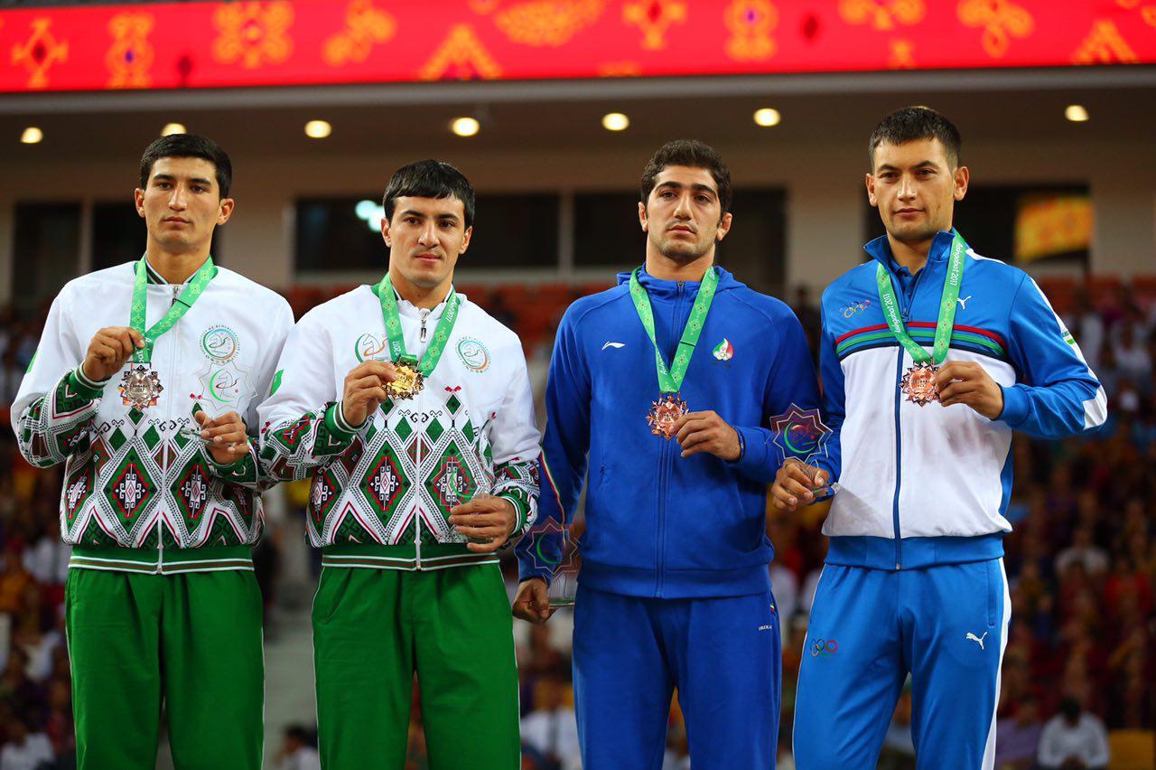 مراسم توزیع مدال کشتی سنتی در وزن ۶۸ کیلوگرم برگزار شد