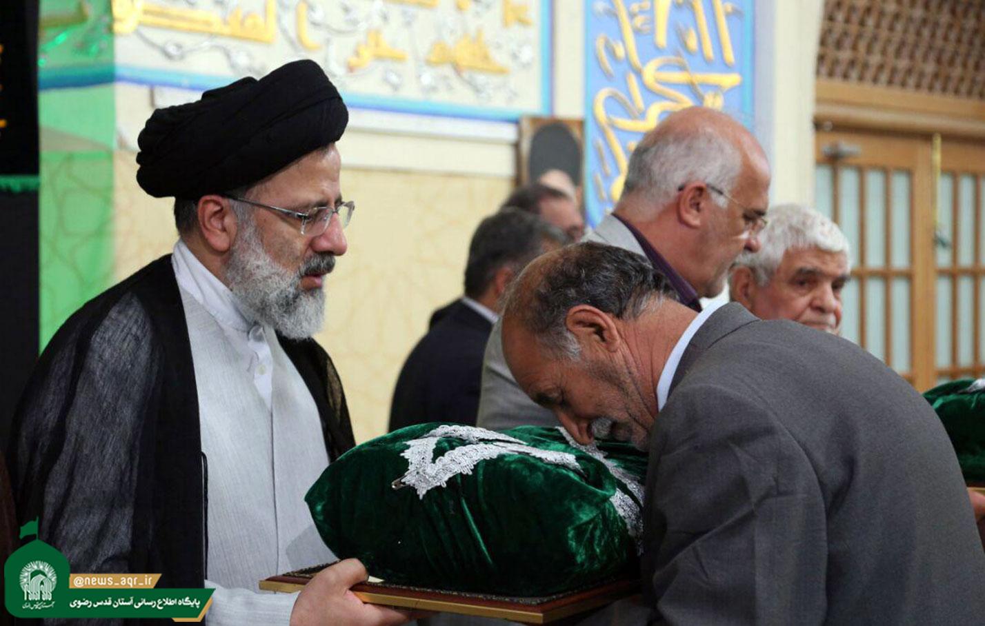 پرچم حرم مطهر امام رضا (ع) به ۵۰۰ هیئت مذهبی اهدامی شود