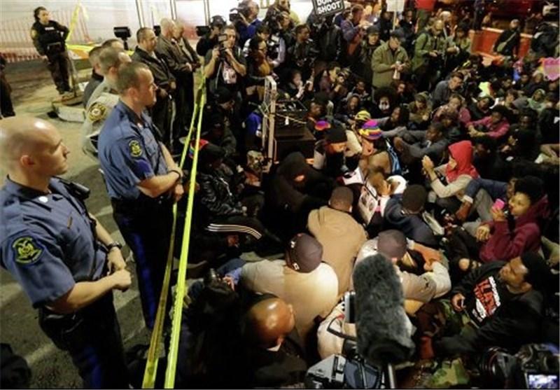 صحنه ای تکان دهنده رد شدن پلیس از روی یک پیرزن+فیلم