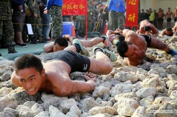 آموزشهای نظامی در حد مرگ!   + فیلم