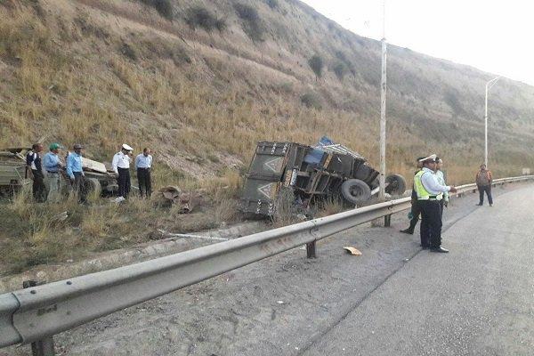 سقوط خودروی نیسان از روی کامیون در بجنورد یک کشته برجای گذاشت