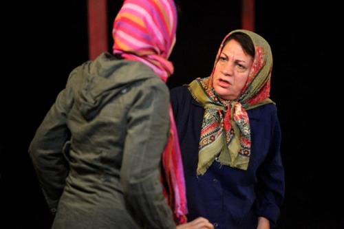 درخواست بازیگر پیشکسوت از وزیر جدید ارشاد/ کمبود بودجه، نفس تئاتر را حبس کرده است