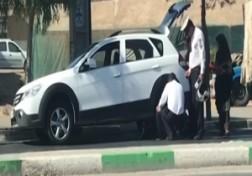 باشگاه خبرنگاران - یاری رساندن ماموران پلیس به راننده معلول + فیلم