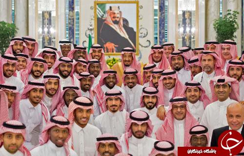 تصاویر روز: از جشن ملی پادشاه سعودی با اعضای تیم ملی فوتبال تا زنان عضو ارتش شیلی