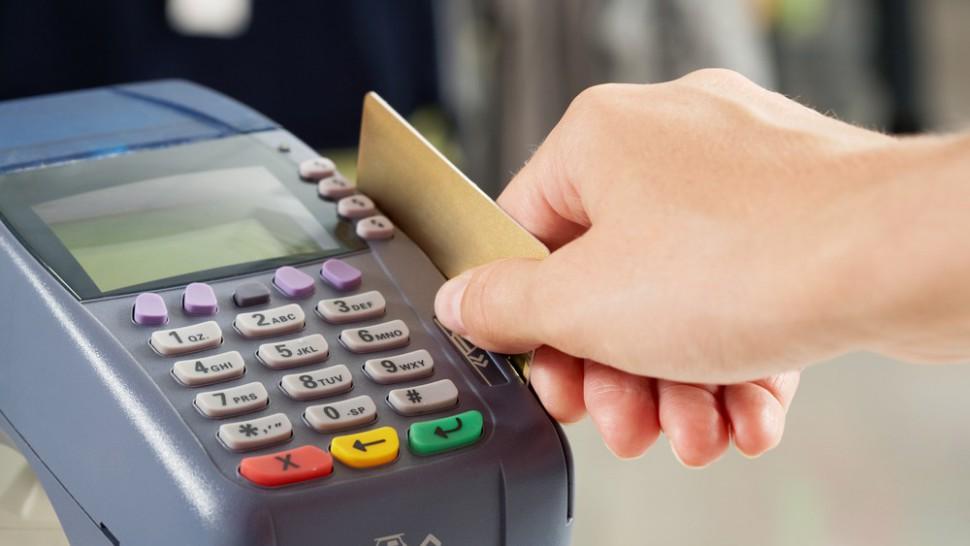 بلاتکلیفی در کارمزد تراکنش های بانکی ادامه دارد/ گلایه جدی مردم به خدمات رسانی بانک ها